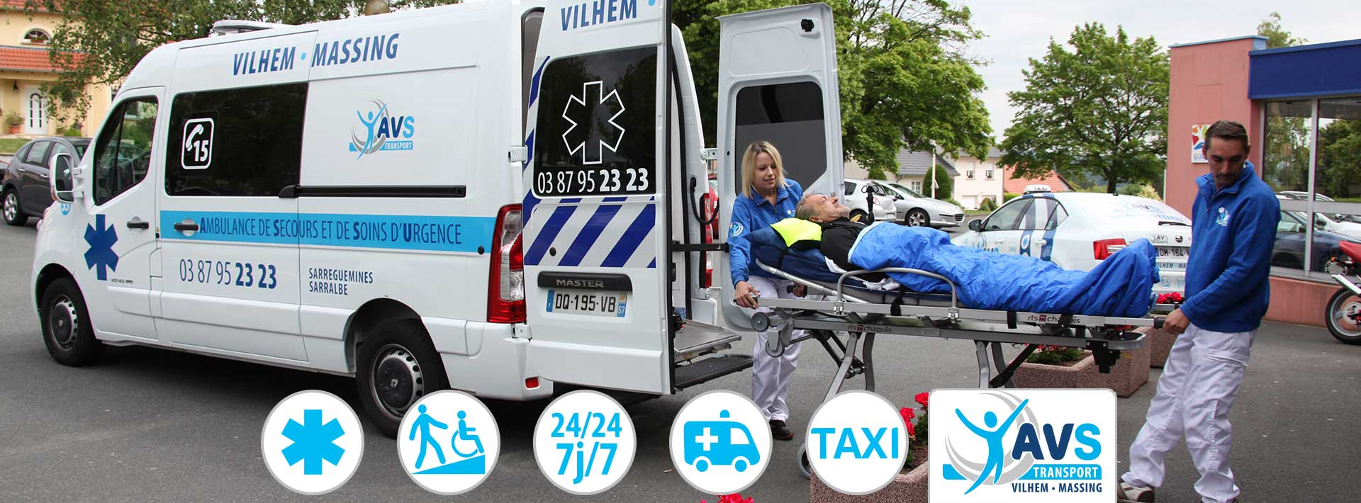 AVS Transport - Ambulance devant un hopital
